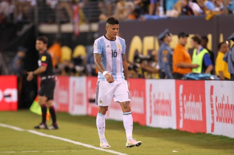 EAST RUTHERFORD, NEW JERSEY - JUNE 26: Marcos Rojo of Argentina leaves the field after receiving a red card during the championship match between Argentina and Chile at MetLife Stadium as part of Copa America Centenario US 2016 on June 26, 2016 in East Rutherford, New Jersey, US. (Photo by Omar Vega/LatinContent/Getty Images)